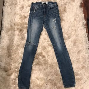 Hollister Distressed Skinny Jeans / 0